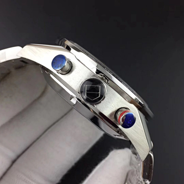 Replica Tag Heuer Carrera Crown and Chronograph Buttons