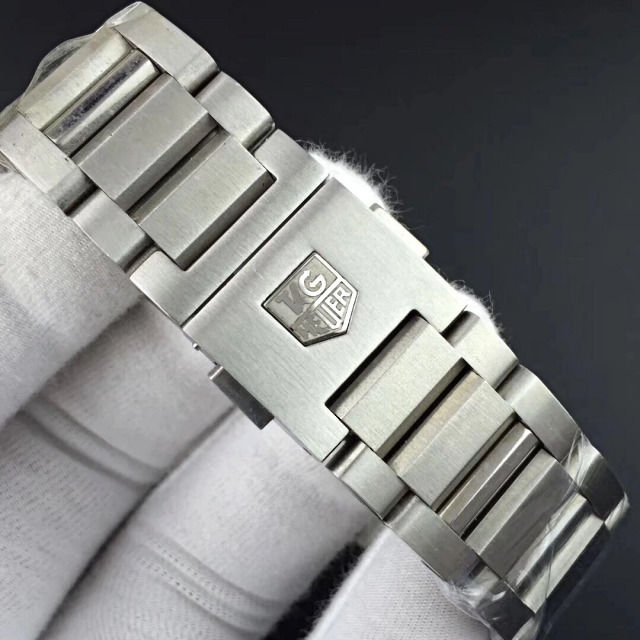 Replica Tag Heuer Logo on Bracelet